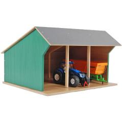 Kids Globe Drevená stodola pre 3 poľnohospodárske stroje 1:32